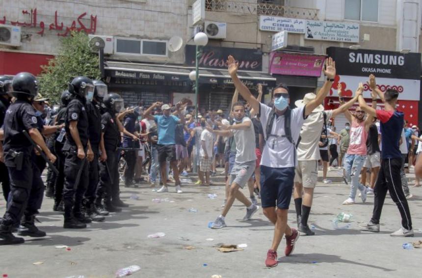 Драматично стање у Тунису: И министре смјењујемо!