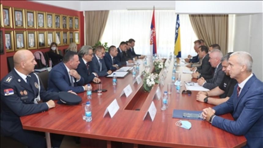 Vulin i Cikotić potpisali više sporazuma o saradnji