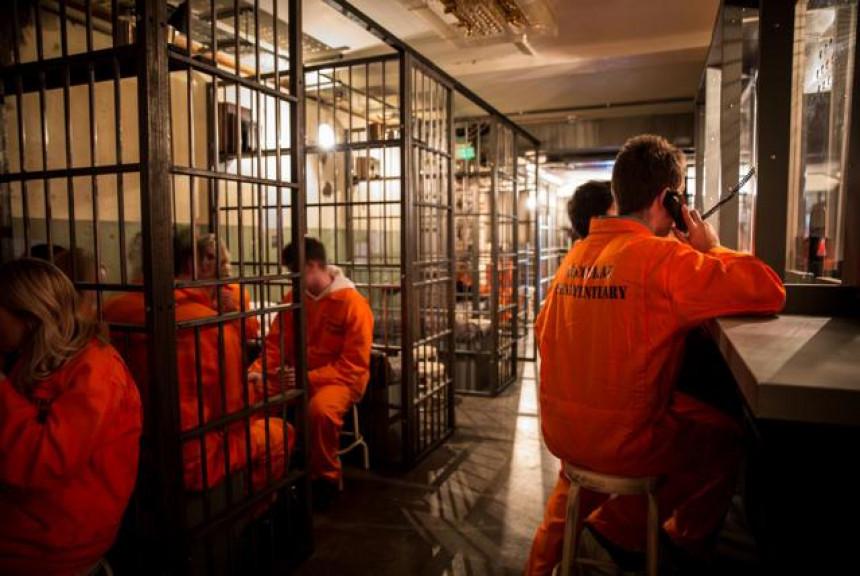 "У Лондону постоји необичан ""затворски"" коктел бар! (ВИДЕО)"