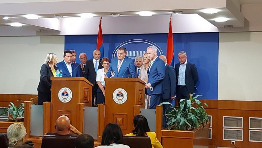 Медији: Додик потврдио долазак у Сарајево код Шмита