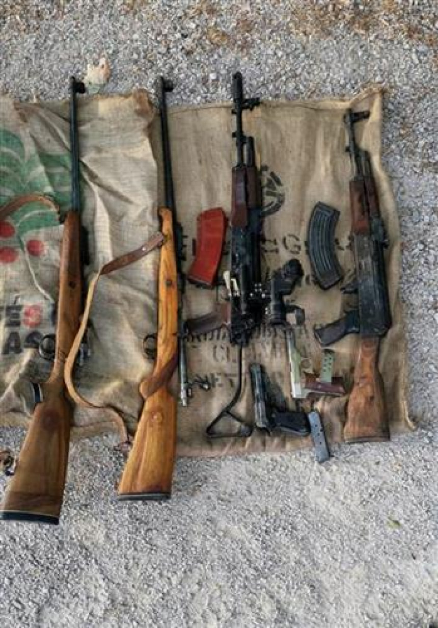Otkrivena veća količina droge i oružja u Grudama
