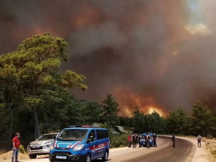 Turska: Vatrogasci šesti dan u borbi protiv požara