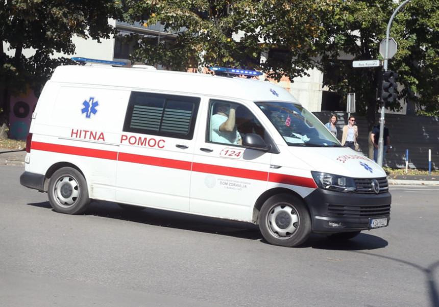 Povrijeđene četiri osobe u kolima hitne pomoći