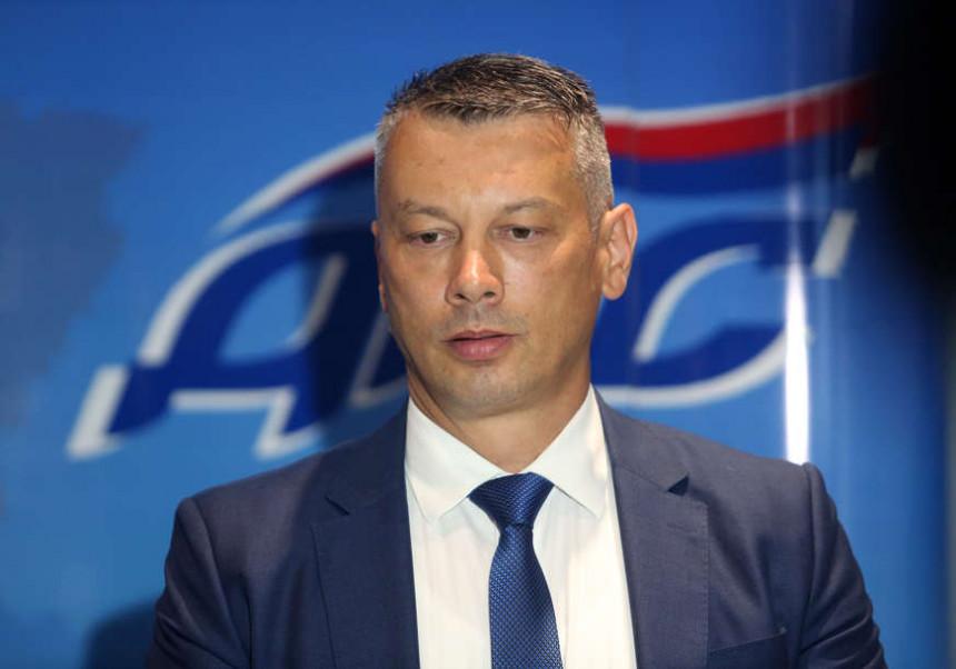 Нешић о министарки: Једва чекам да јој видимо леђа