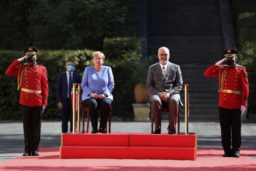 Svi gafovi susreta Merkelove i Rame (VIDEO)