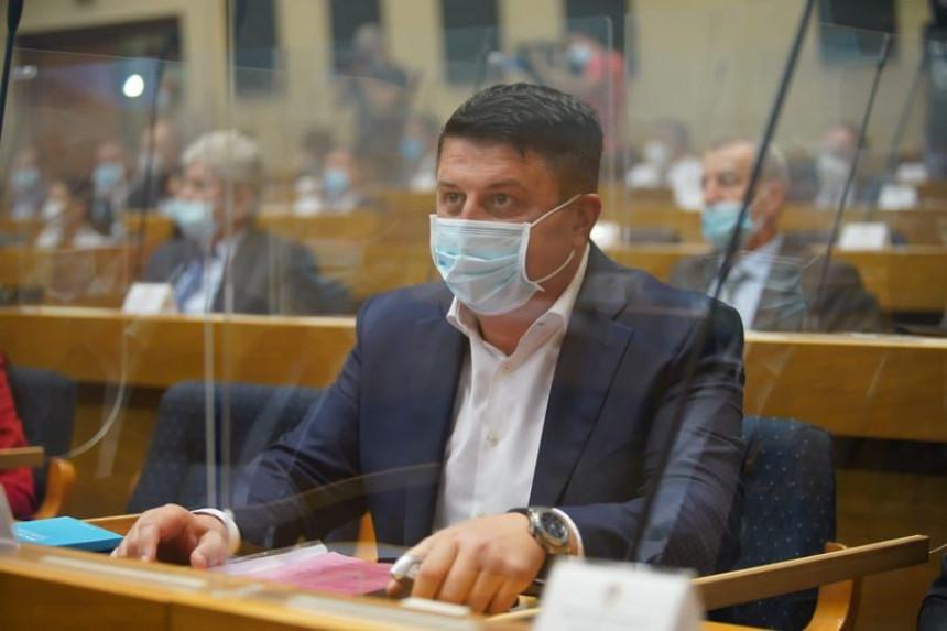 Nema jedinstva sa onima koji su ekonomski urušili Srpsku