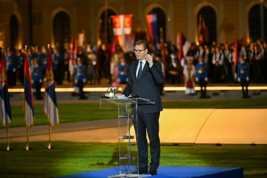 Вучић: Никада више за српску тробојку нећемо никоме да се извињавамо!