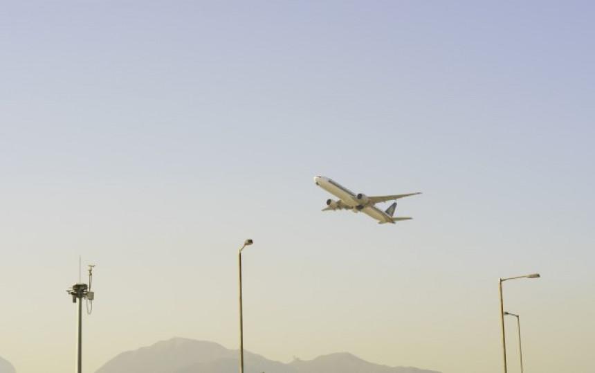 Avion poletio, pa se vratio u Peking: Dim ispunio kabinu
