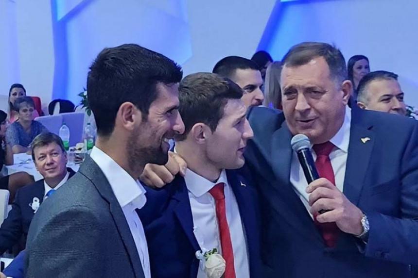 Đoković na svadbi Nemanje Majdova na Sokocu