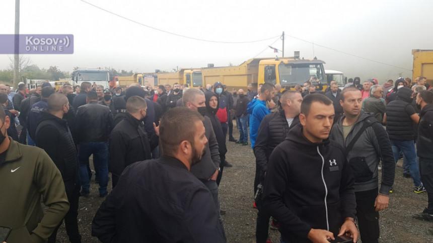 Građani blokirali Jarinje, Rosu traži da se raziđu (VIDEO)