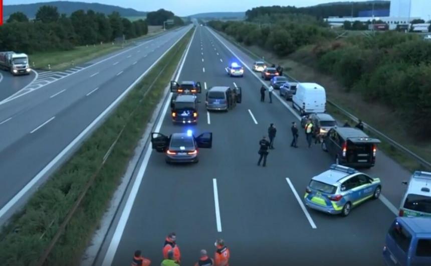 Држављанин Србије напао путнике у аутобусу