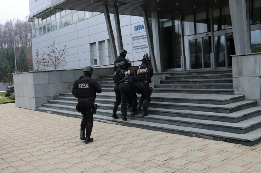 Uhapšeni tražili novac za primanje u radni odnos