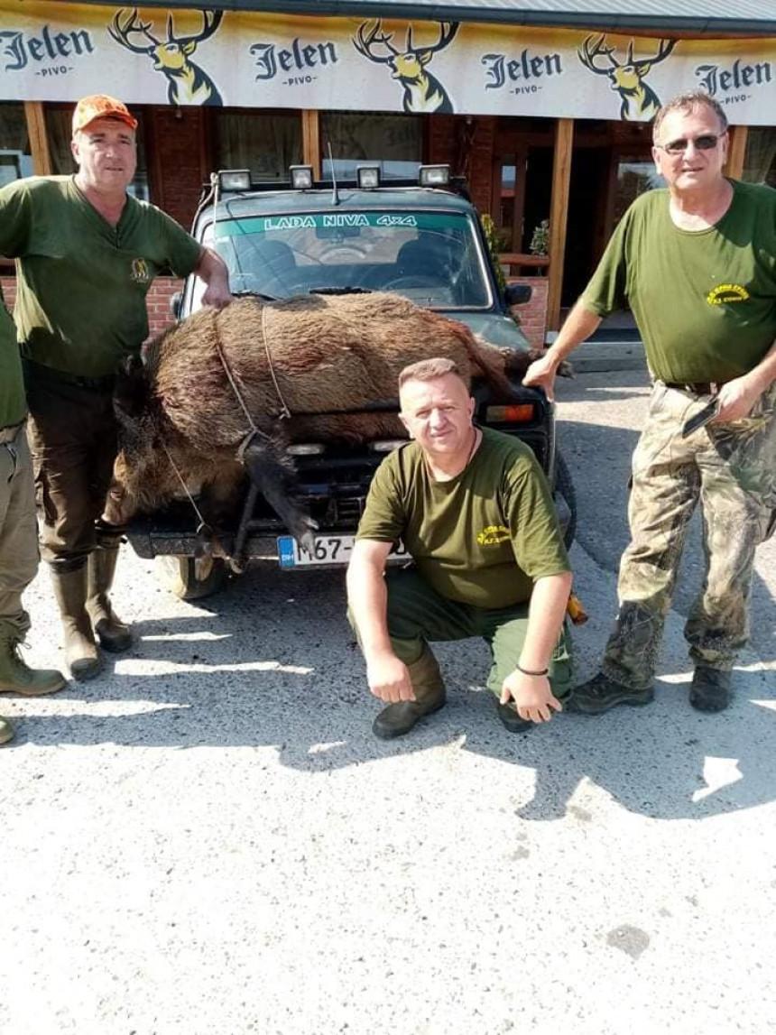 Srbac: Odstrijelio vepra teškog 150 kilograma