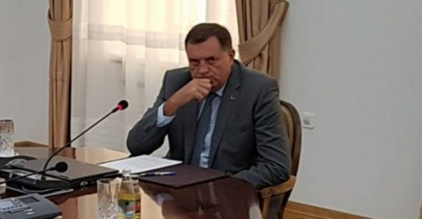 """Стежу се санкције око Додика - Да ли ће са собом у """"живо блато"""" повући и Републику Српску и њене институције?!"""