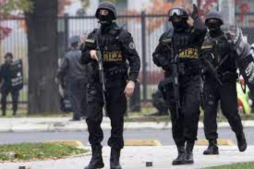 Uhapšene 34 osobe, među njima šest policajaca
