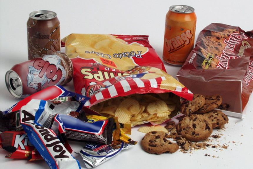 Šta je gore za liniju: slatkiši ili slaniši?