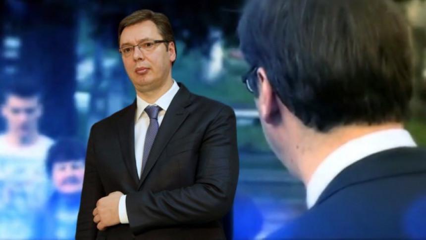Pogledajte ko je i odakle je Vučić!