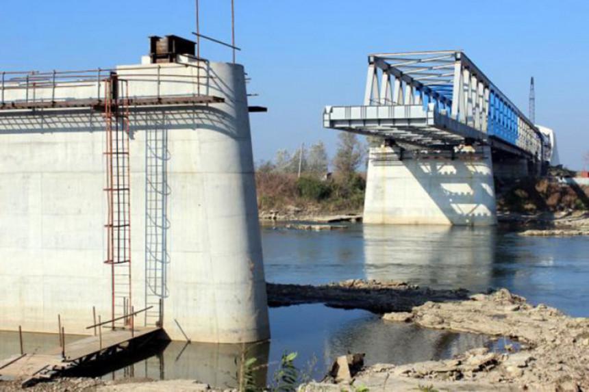 Šta usporava gradnju mosta?