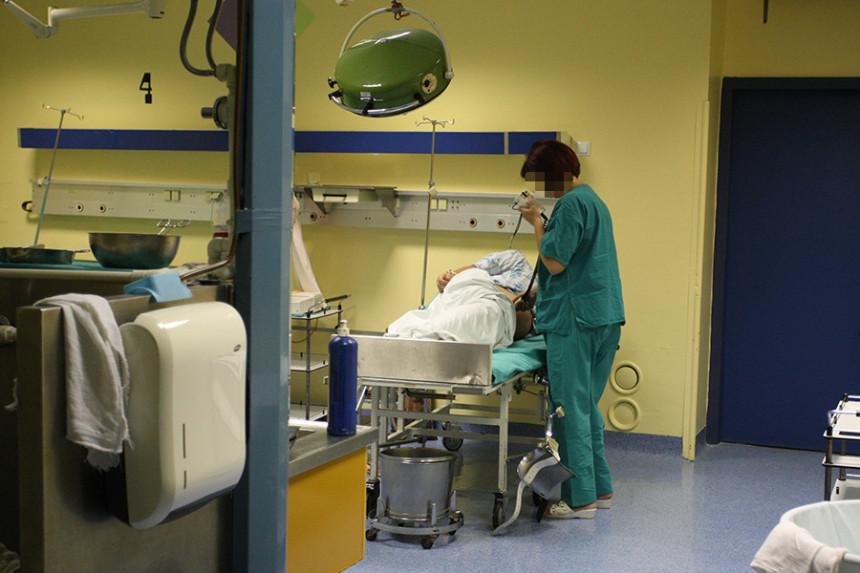 Doktorima čuvaju leđa, dok bebe i majke umiru