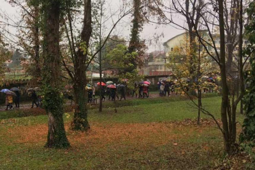 Kiša rastjerala demonstrante