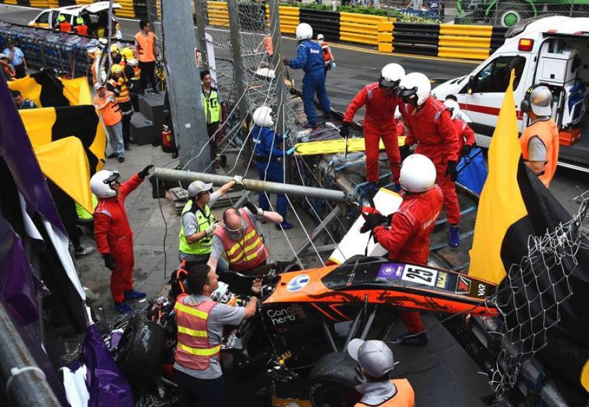 Nesrećna vozačica preživela 11-časovnu operaciju kičme!