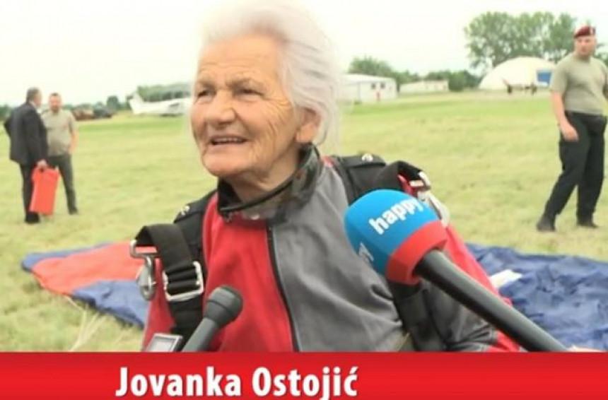 Majka heroja (83) skočila padobranom