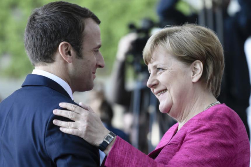 Merkel: Moramo pomoći Makronu