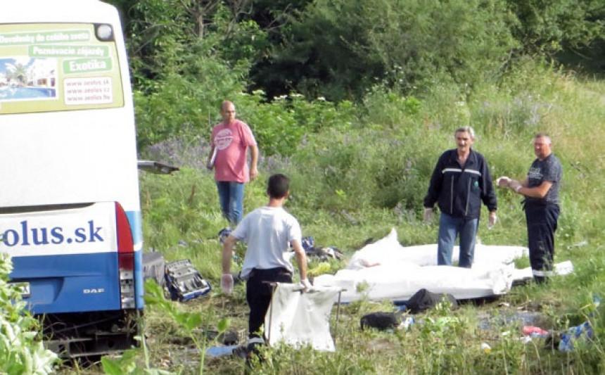 Umor vozača odveo pet putnika u smrt?