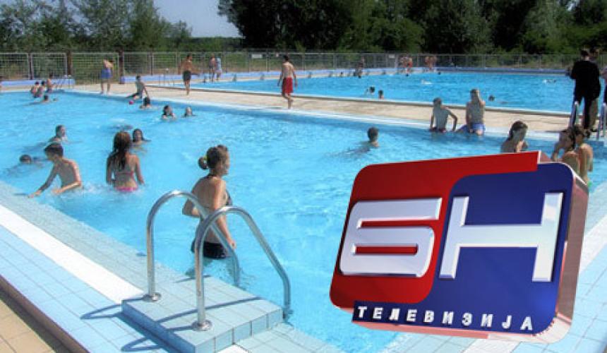Nedjeljno popodne na bazenima u Derventi