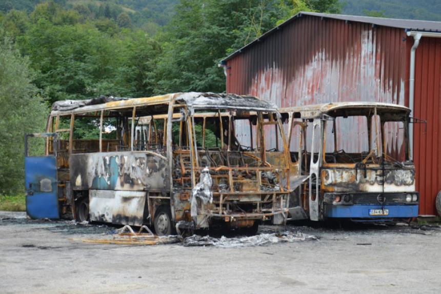 Srebrenica: Grom spalio dva autobusa