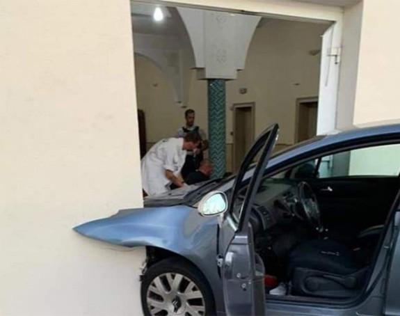 Automobilom udario u džamiju u Francuskoj