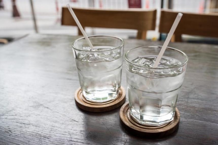 Dnevno treba osam čaša vode
