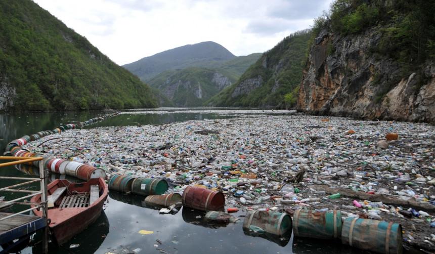 Tone otpada pluta Drinom