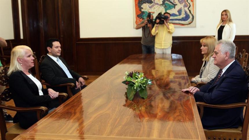 Sastanak Nikolić – radikali trajao 30 s