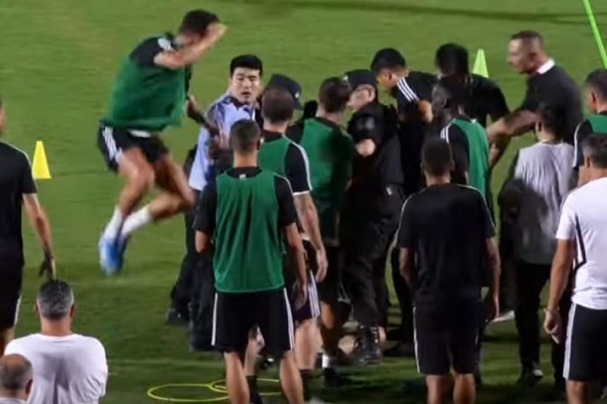 Ronaldo skočio na policajca (VIDEO)