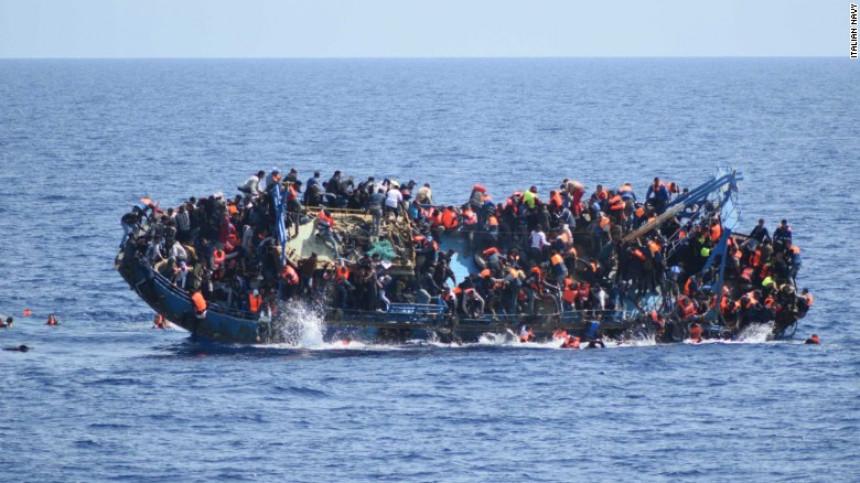 Utopilo se 200 ljudi iz dva broda?