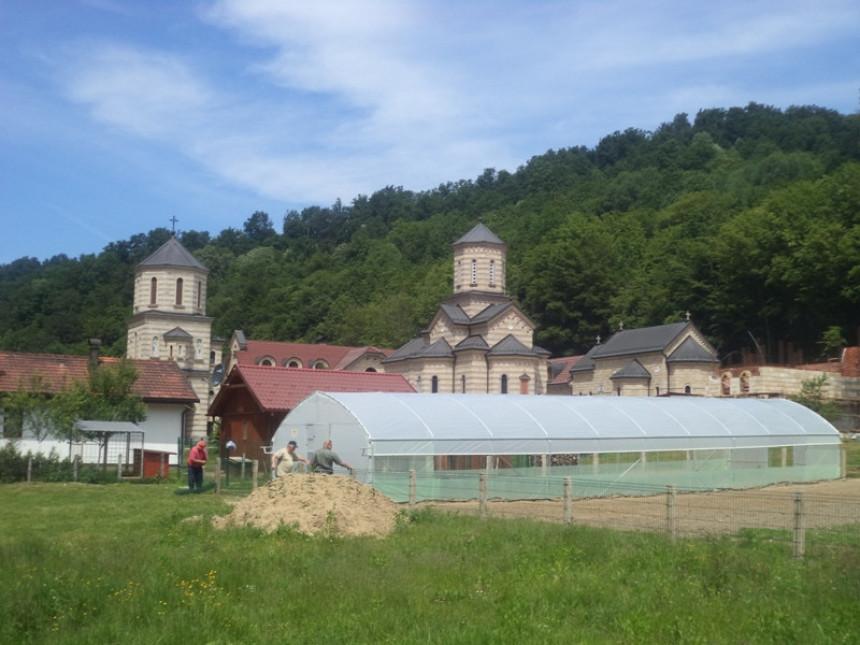 U manastiru Osovica zasadi voća i povrća