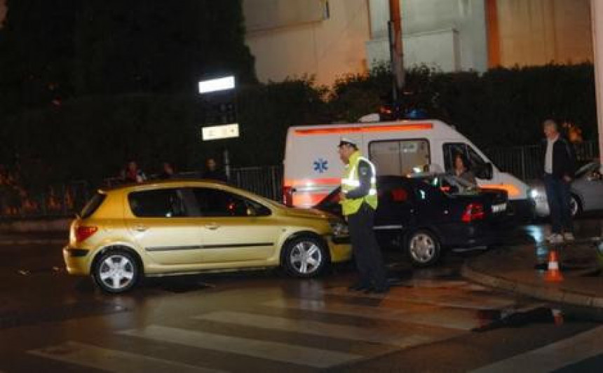 Povrijeđena tri pješaka u Tuzli