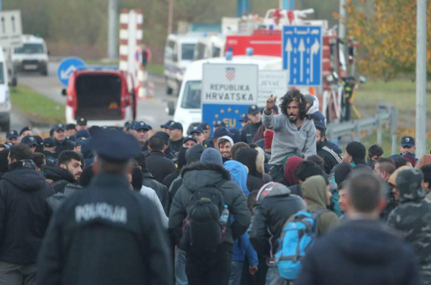 Migranti ispred kordona policije