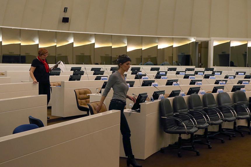 Parlament BiH blokiran, a plata redovno ide