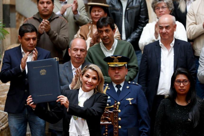 Anjez potpisala, novi izbori bez Moralesa