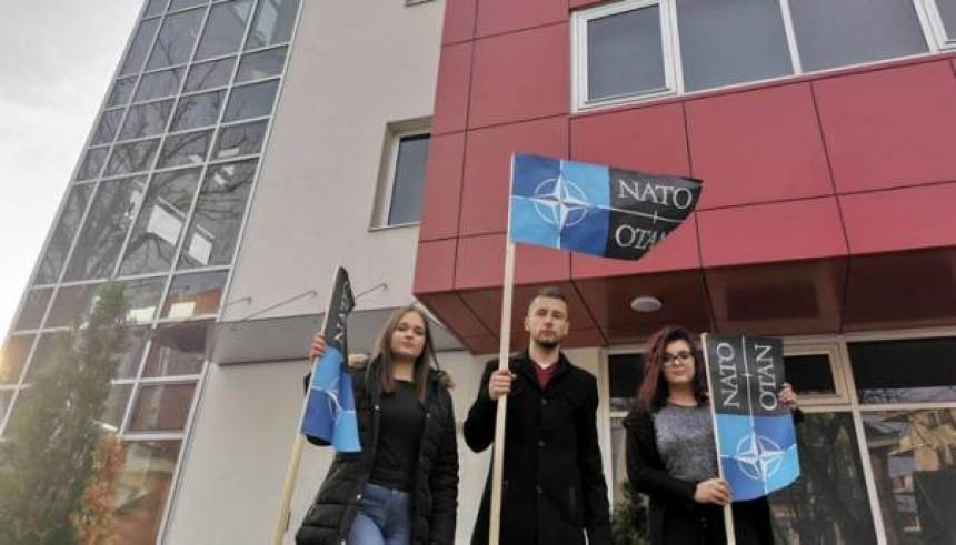 Begić postavio zastavu NATO-a ispred SNSD-a