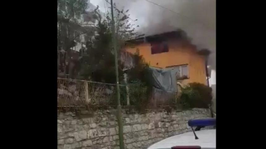 Požar na kući u Tešnju, zapalio se dimnjak