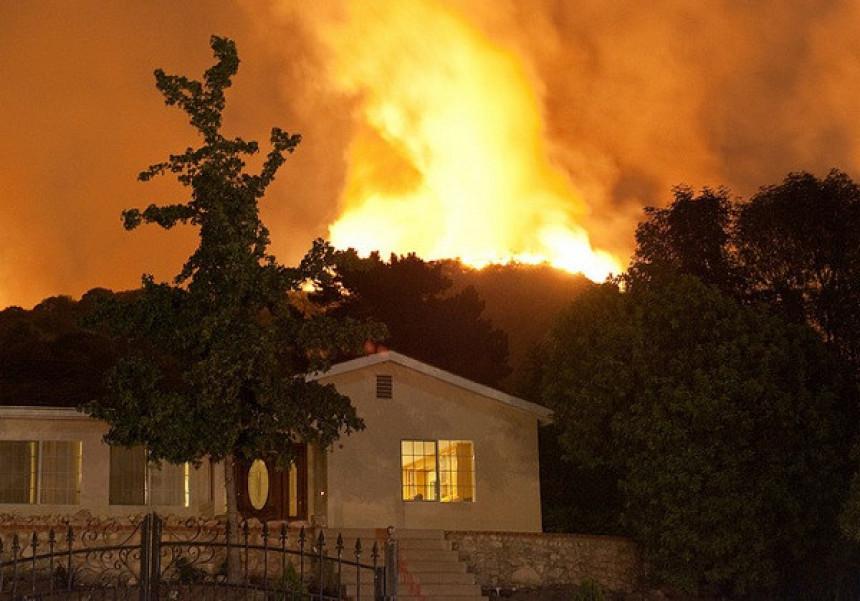 Požar: Ugroženo 10.000 ljudi