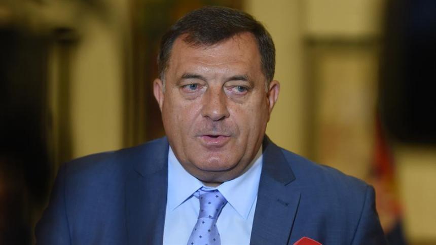 Dodik odbacuje optužbe Ivanića