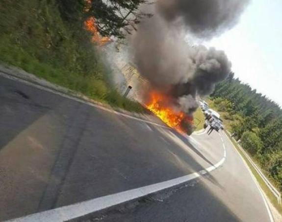 Auto se zapalilo tokom vožnjie