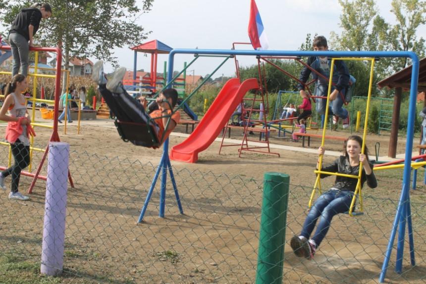 Otvoreno dječije igralište u V. Obarskoj