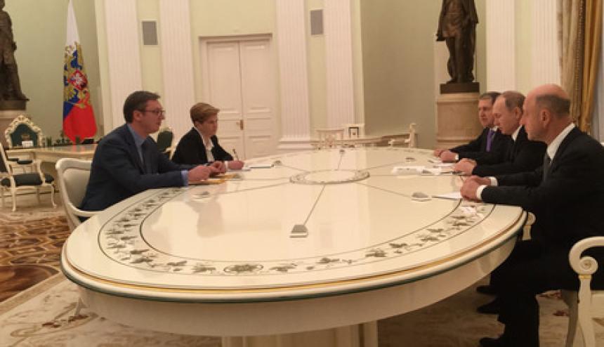 Vučić razgovara sa Putinom