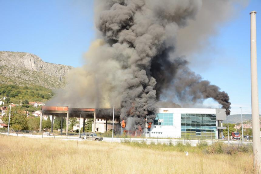 Veliki požar na zgradi džudo kluba u Mostaru