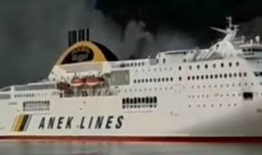 Požar na trajektu evakuacija 600 ljudi u luci